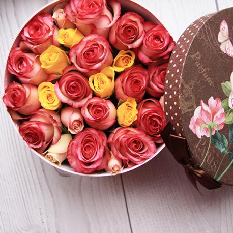 Коробка с цветами круглая